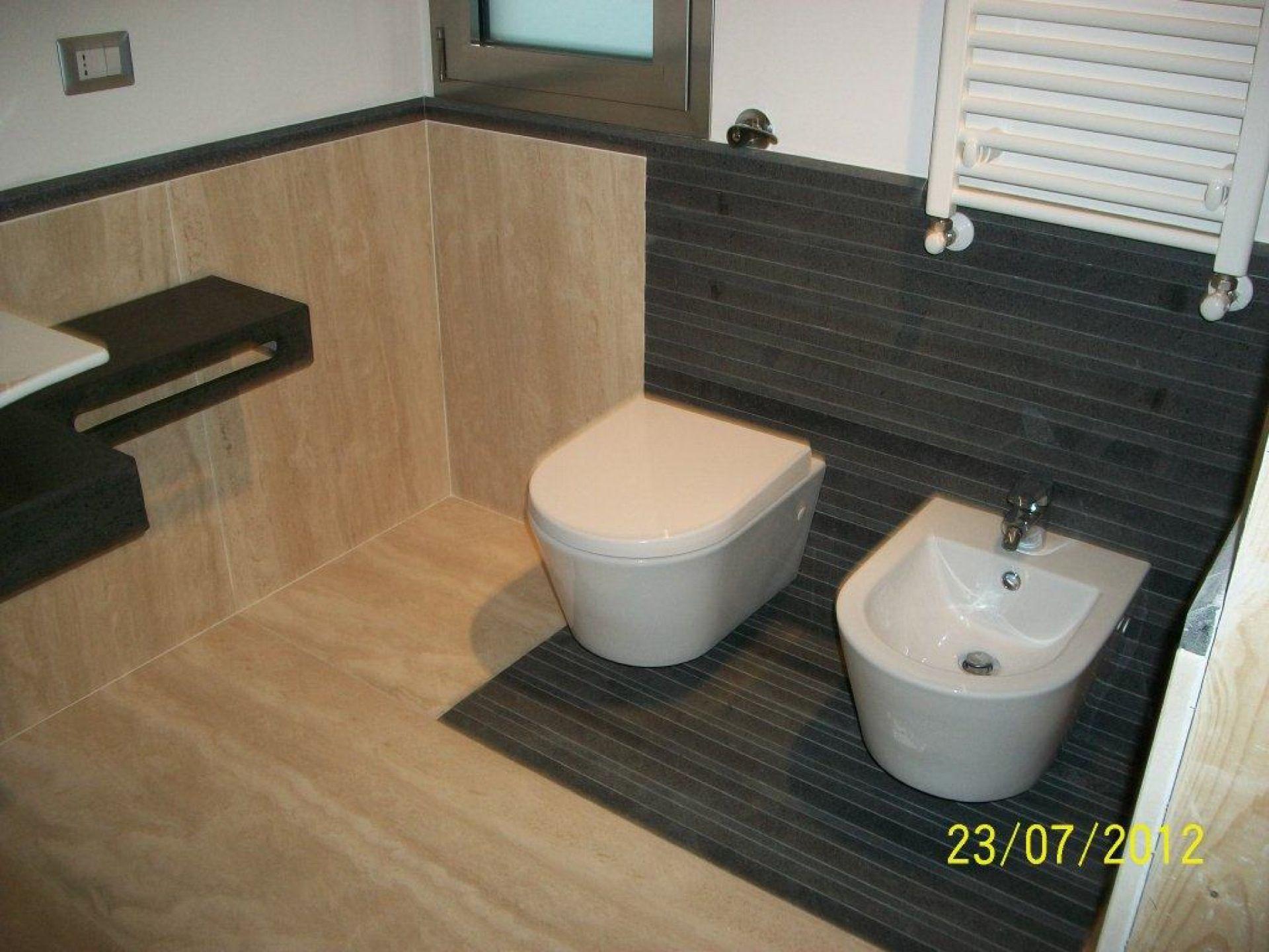 Cucine e bagni in pietra lavica for Bagni in legno e pietra