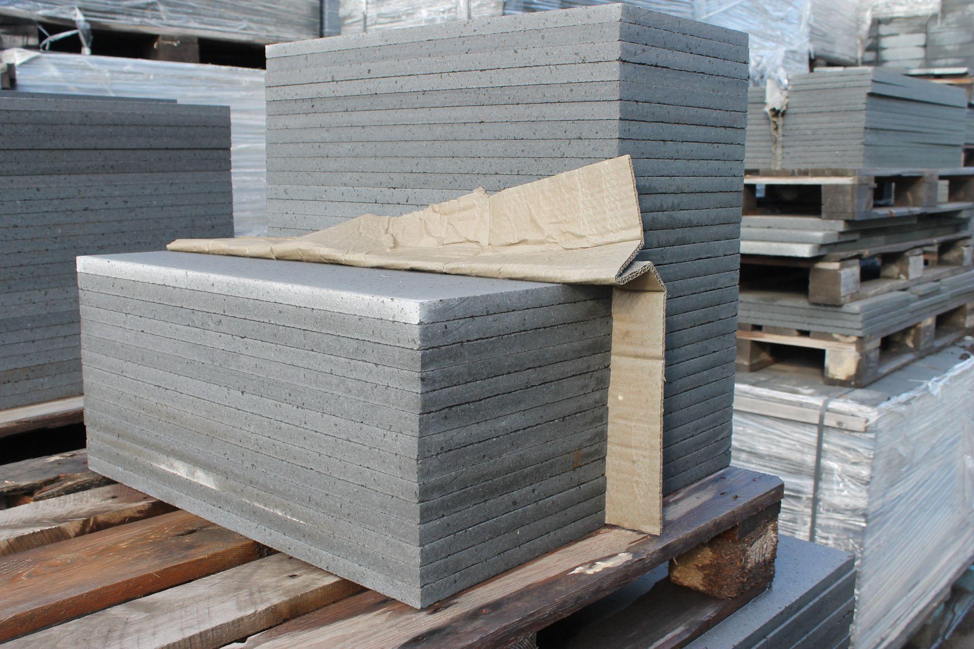 Carrelage de pierre de lave rugueux for Carrelage en pierre de lave