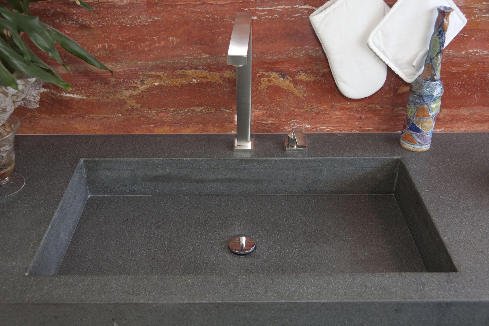 Cucine e bagni in pietra lavica - Top cucina porfido ...