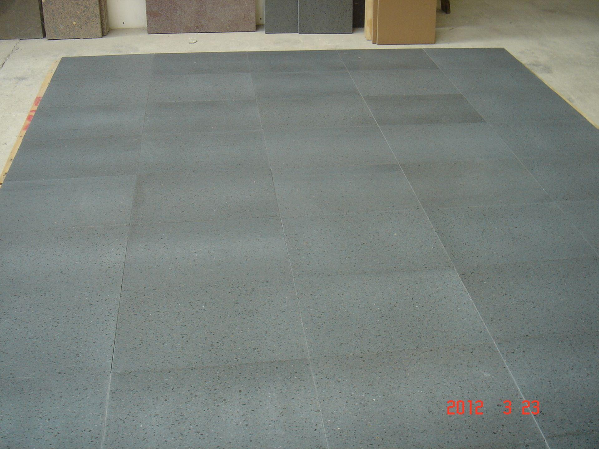 Carrelage de pierre de lave lisse for Carrelage en pierre de lave