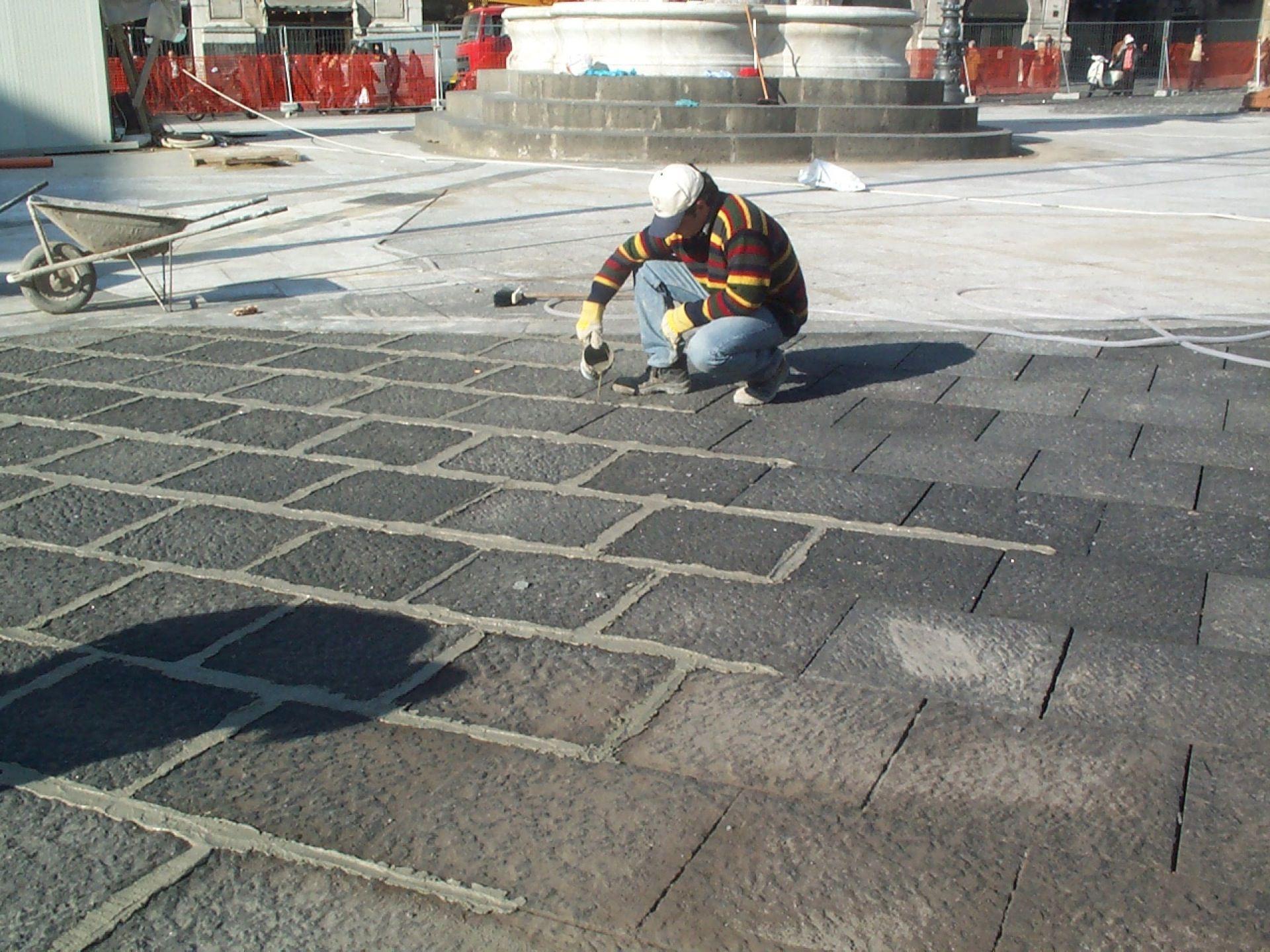 Sistemi di posa per pavimenti in pietra lavica